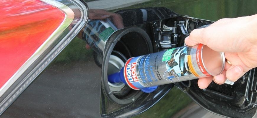 Добавление присадки в бензин