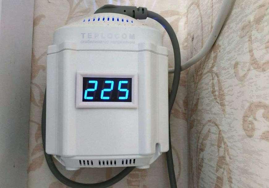 стабилизатор напряжения Teplocom с на стене